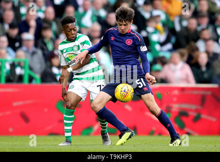 Celtic's Karamoko Dembele (left) and Heart of Midlothian's Aaron Hickey battle for the ball during the Ladbrokes Scottish Premiership match at Celtic Park, Glasgow. - Stock Image