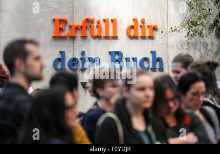 Leipzig, Germany. 22nd Mar, 2019. Visitors to the Leipzig Book Fair stand in front of the lettering 'Erfüll dir dein Buch'. The Book Fair will continue until 24.03.2019. Credit: Jan Woitas/dpa-Zentralbild/dpa/Alamy Live News - Stock Image