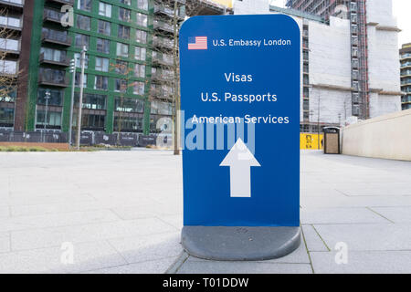 Sign directing visitors to the consular services at the newly opened US Embassy in Nine Elms, London - Stock Image