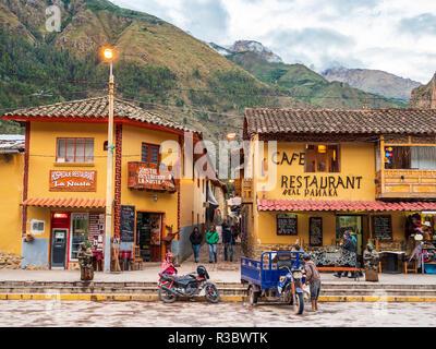 Ollantaytambo, Peru - January 5, 2017. View of the stores in the Ollantaytambo city main square - Stock Image
