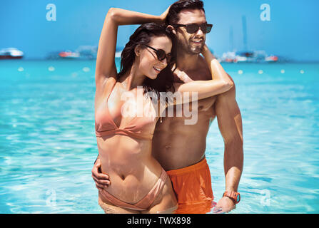 Portrait of a young, fit couple on a hot, tropical island - Stock Image