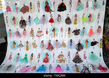 Atelier Antonio Alfaiate women's fashion illustration of dress styles in store window with summer dress and hat Porto Portugal Europe EU  KATHY DEWITT - Stock Image