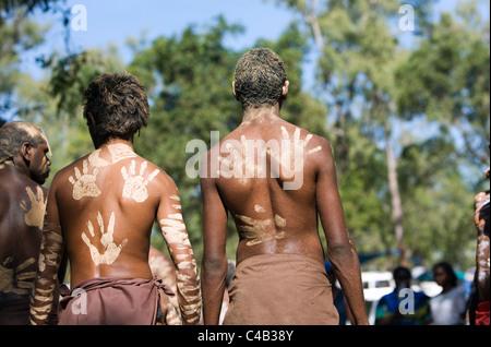 Australia, Queensland, Laura. Indigenous dancers with handprint decorations on back. - Stock Image