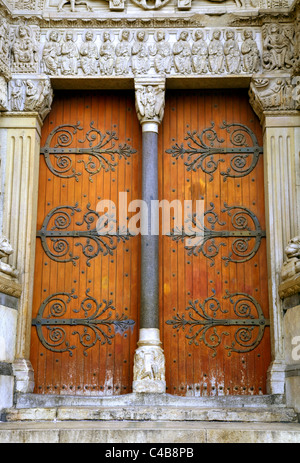 Arles; Bouches du Rhone, France; Detail of door and sculpture on the Chruch of St.Trophime in Romanesque Architecture - Stock Image