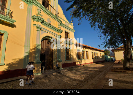Cuban street scene outside the Convent Of San Francisco, Trinidad, Cuba. Trinidad, is a UNESCO World Heritage site. - Stock Image