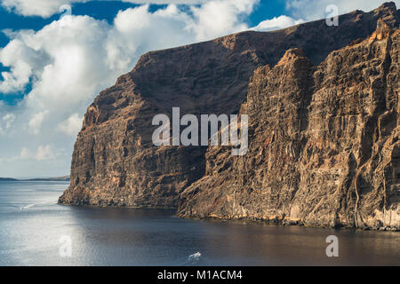 The huge cliffs of mafic lava flows cut by numerous dykes at Los Gigantes, Tenerife, Canary Islands, Spain - Stock Image