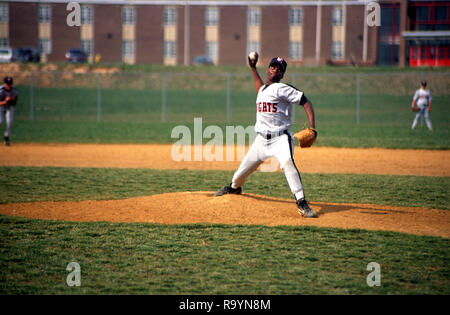 Pitcher in a high school baseball game in Largo, Maryland - Stock Image