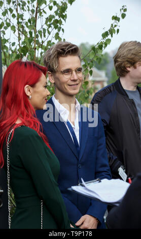 London, UK. 20th May, 2019. Dianne Buswell and Joe Sugg from Strictly Come Dancing attend RHS Chelsea Flower Show Press Day which takes place before it officially opens tomorrow until Saturday 25th May. The world renowned flower show is a glamourous, fun and an educational day out which is attended by many celebrities. There are many gardens, floral displays, Marquees all set in the glorious grounds of The Royal Hospital Chelsea. Credit: Keith Larby/Alamy Live News - Stock Image