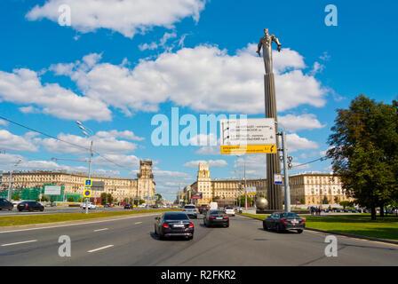 Traffic passing Monument to Yuri Gagarin, Ploshchad Gagarina, Gagarinsky district, Leninsky Prospekt, Moscow, Russia - Stock Image