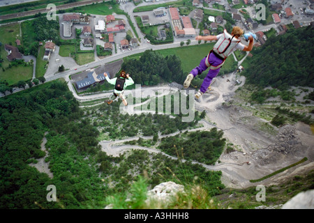 PICTURE CREDIT DOUG BLANE 2 way BASE Jumping off Magland France - Stock Image
