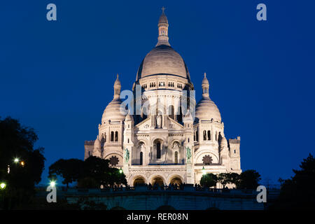 Paris (France) - Basilica of the Sacred Heart of Paris, or Montmartre Sacré-Cœur, in the night - Stock Image