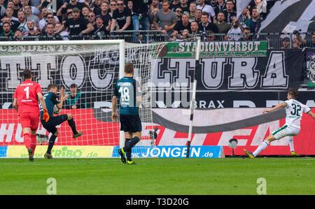 sports, football, Bundesliga, 2018/2019, Borussia Moenchengladbach vs SV Werder Bremen 1-1, Stadium Borussia Park, scene of the match, 1-0 goal Gladbach, f.l.t.r. keeper Jiri Pavlenka (Bremen), Sebastian Langkamp (Bremen), Niklas Moisander (Bremen), goal scorer Florian Neuhaus (MG), DFL REGULATIONS PROHIBIT ANY USE OF PHOTOGRAPHS AS IMAGE SEQUENCES AND/OR QUASI-VIDEO - Stock Image