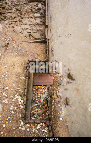 River Thames at low tide, low water. Dec 2018 Remains of the Aberdeen Steam Navigation Wharf at Canary Wharf - Stock Image