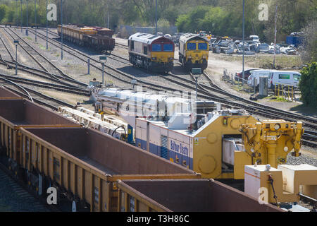 Diesel freight trains and mobile crane in sidings at Hinksey, Oxford - Stock Image
