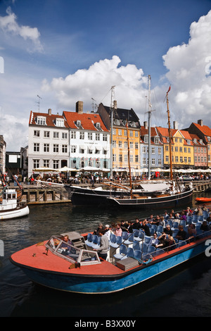 Tourist boat in Nyhavn, Copenhagen, Denmark - Stock Image