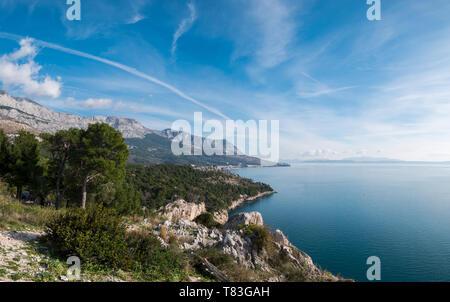 Scenic landscape of Makarska riviera coastline on sunny summer day - Stock Image