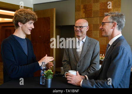 L-R Canadian-Polish pianist Jan Lisiecki, director of the Prague Spring International Music Festival Roman Belor and CEO of the US Orpheus Chamber Orchestra are seen during the 2019 Prague Spring International Music Festival, in Prague, Czech Republic, on May 21, 2019. (CTK Photo/Michal Kamaryt) - Stock Image