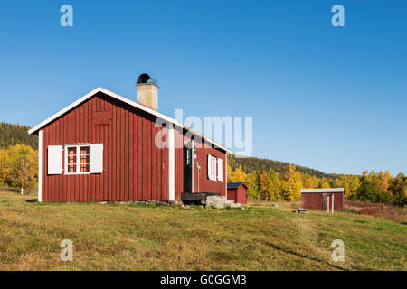 Mountain cabins surrounded by autumn birch forest, near STF Aktse hut, Kungsleden trail, Lapland, Sweden - Stock Image