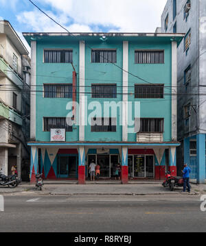 Colorful Cuban building painted a turquoise color with the pillars painted red. Havana Cuba - Stock Image