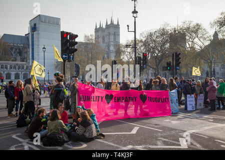 Protestos block the road by Parliament Square, Westminster for the Extinction Rebellion demonstration - Stock Image