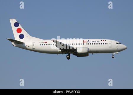 Serbian Jat Airways Boeing 737-300 with registration YU-AND on short final for runway 14 of Zurich Airport. - Stock Image