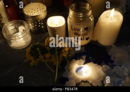 Candle lights, flowers and messages are left in front of Demetres Danforth Cafe where 10-year old Juliana Kozis was shot and killed in mass shooting on July 22, 2018 - Stock Image
