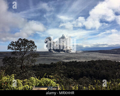 An ash plumes rises from the Halemaumau crater at the summit of the Kilauea volcano May 25, 2018 in Pahoa, Hawaii. - Stock Image