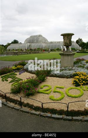 Floral Display in Celebration of Kew Gardens 250th Anniversary, Summer 2009, Kew, London - Stock Image