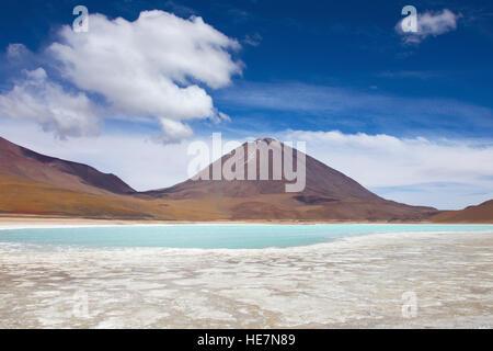 Licancabur strato volcano and Lagune verde - Stock Image