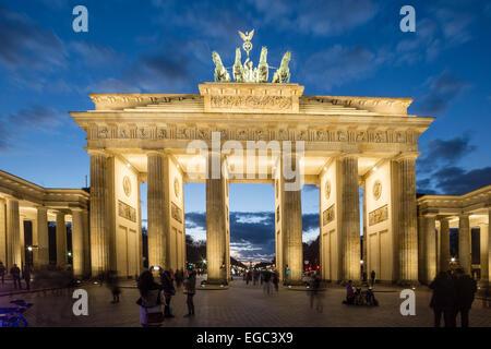Berlin, Brandenburger Tor, Quadriga, Daemmerung - Stock Image