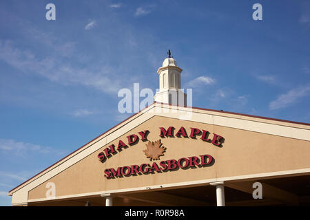The front entrance to the Shady Maple smorgasbord in Lancaster County, Pennsylvania, USA - Stock Image