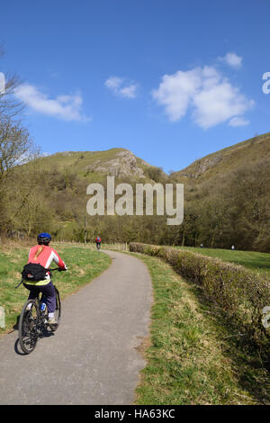 Cyclist on the Manifold Trail beside the River Manifold in the Peak District National Park, Staffordshire. - Stock Image