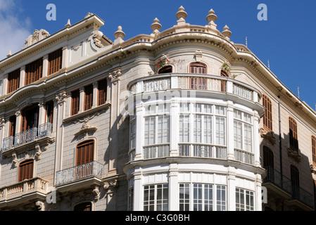 Gebäude mit Erkerfenster in Palma, Mallorca, Spanien, Europa. - Building with bay window in Palma, Majorca, - Stock Image