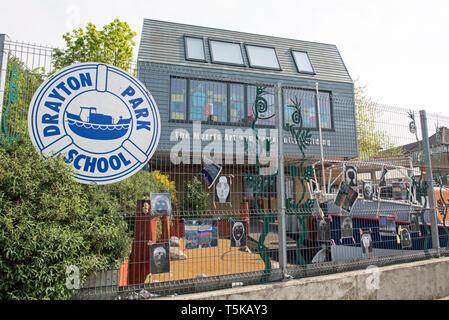 Drayton Park School showing The Morris Art and Community Building, London Borough of Islington. - Stock Image