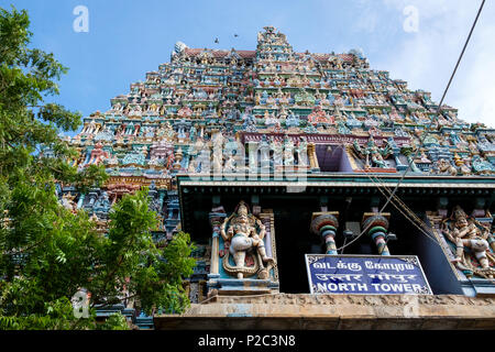 Statues of gods and goddesses on the North 'gopuram' (gate tower) of Meenakshi Amman, a Hindu temple in Madurai, Tamil Nadu, India. - Stock Image