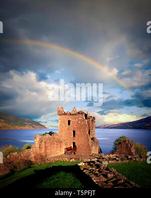 GB - SCOTLAND: Urquhart Castle and Loch Ness - Stock Image
