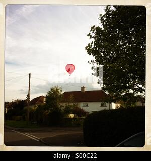Hot air balloon flies over Henley-on-Thames. - Stock Image