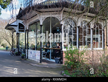 The Aviary cafe in Jephson Gardens, a renovated decorative Victorian building. - Stock Image