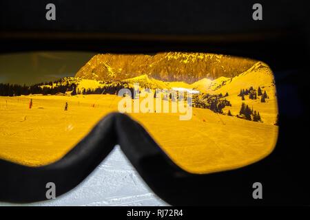 Blick durch die Skibrille, - Stock Image