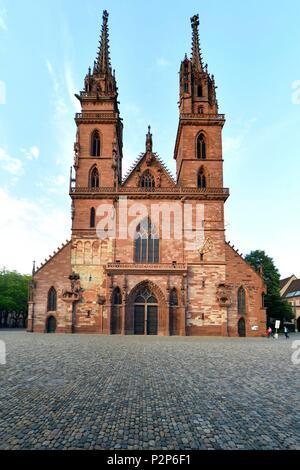 Switzerland, Basel, Münsterplatz, the Cathedral (Münster) - Stock Image