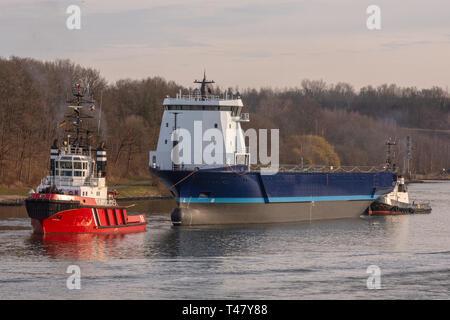 Tug and tow Waterman & Eastern Rock - Stock Image