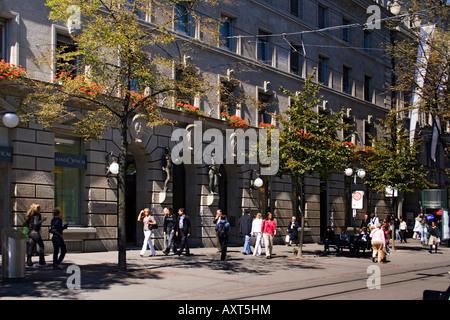 Switzerland Zurich Bahnhofstrasse credit suisse Bahnhofstrasse people - Stock Image