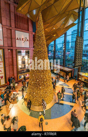 Alexa shopping center, christmas tree ,  interieur, Berlin - Stock Image