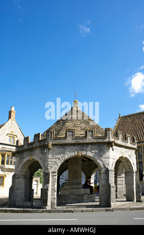 Market Cross Somerton Somerset England 17th century square with its octagonal Market Cross - Stock Image