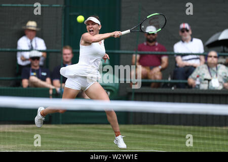 Wimbledon, UK. 11th July 2019, The All England Lawn Tennis and Croquet Club, Wimbledon, England, Wimbledon Tennis Tournament, Day 10; Simona Halep (rom) returns against Elina Svitolina (ukr) during their ladies singles semi-final match Credit: Action Plus Sports Images/Alamy Live News - Stock Image
