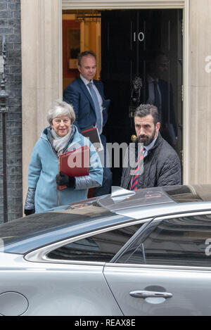 London, UK. 21st January 2019. Prime Minister Theresa May leaves 10 Downing Street bound for the House of Commons to present Brexit 'Plan B' to parliament Credit: Peter Manning/Alamy Live News - Stock Image