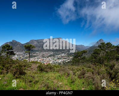 Table Mountain, Devil's Peak (left) and Lion's Head, Cape Town, South Africa, as seen from Signal Hill - Stock Image