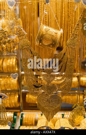 Dubai Deira gold market gold souq shop window Dubai Gold Souk Schaufenster - Stock Image