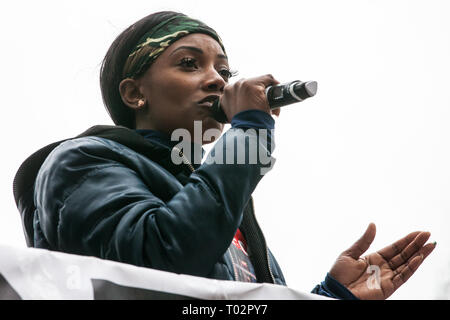 London, UK. 16th March, 2019. Kedisha Brown-Burrell, sister of Kingsley Burrell, who died aged 29 from a cardiac arrest in March 2011 after being restrained whilst detained by West Midlands Police, addresses thousands of people on the March Against Racism demonstration on UN Anti-Racism Day against a background of increasing far-right activism around the world and a terror attack yesterday on two mosques in New Zealand by a far-right extremist which left 49 people dead and another 48 injured. Credit: Mark Kerrison/Alamy Live News - Stock Image