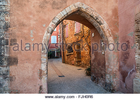 The small village of Roussillon, in Provence - Stock Image